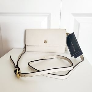 Crossbody and phone plus wallet/Tommy Hilfiger
